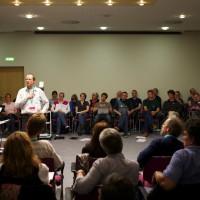 Zeitgenössische Chormusik spielerisch und körperbetont einstudieren