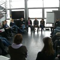 Im Ausbildungsseminar für DIE CARUSOS-Fachberater singt auch Henning Scherf mit