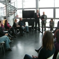 Henning Scherf übergibt Zertifikate an die ersten Fachberater der DIE CARUSOS-Initiative